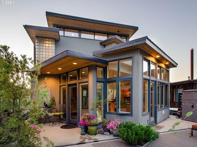 6901 SE Oaks Park Way #15, Portland, OR 97202 (MLS #21416052) :: Song Real Estate