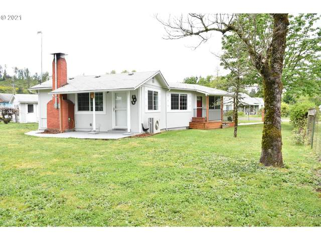 108 East Ave, Sutherlin, OR 97479 (MLS #21522604) :: Cano Real Estate