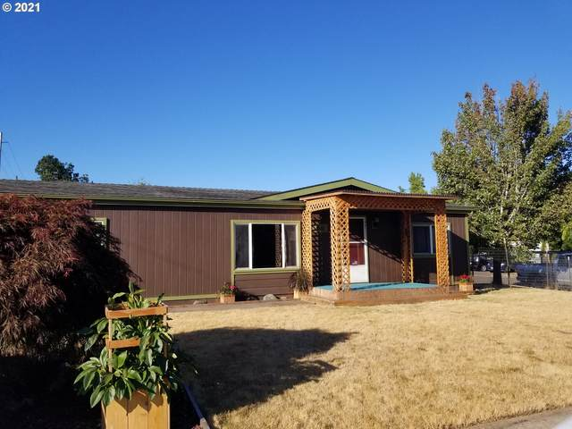826 E 8TH St, Molalla, OR 97038 (MLS #21566848) :: Premiere Property Group LLC