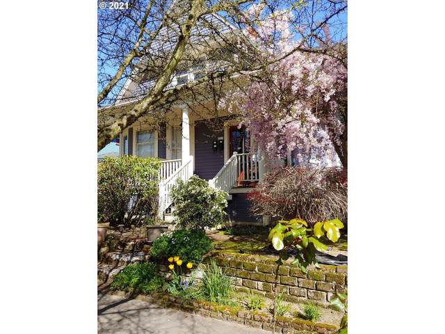 2213 SE Main St, Portland, OR 97214 (MLS #21610259) :: The Pacific Group