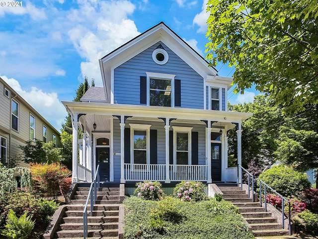 3403 S Corbett Ave, Portland, OR 97239 (MLS #21643757) :: Fox Real Estate Group