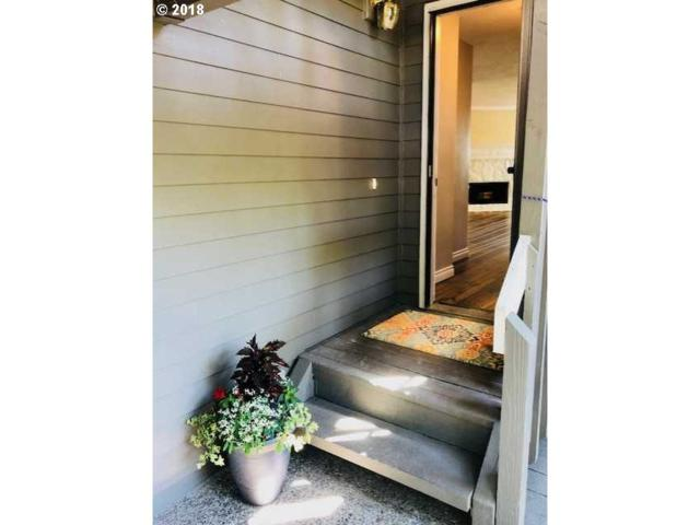 44 Eagle Crest Dr #22, Lake Oswego, OR 97035 (MLS #18024671) :: Hatch Homes Group