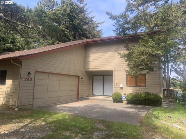 742 Pinehurst Dr, Port Orford, OR 97465 (MLS #18129360) :: Fox Real Estate Group