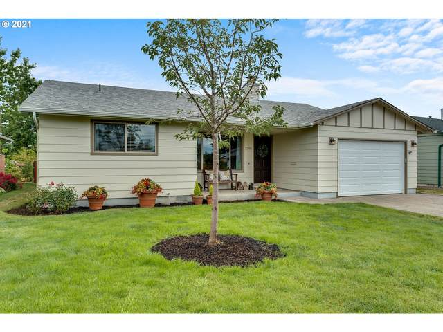 2101 W Hayes St, Woodburn, OR 97071 (MLS #21159718) :: McKillion Real Estate Group
