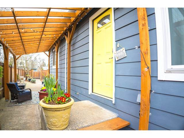 5450 SE 87TH Ave, Portland, OR 97266 (MLS #21351318) :: Brantley Christianson Real Estate
