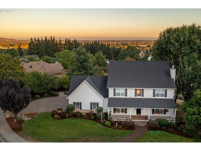 825 SW View Crest Dr, Dundee, OR 97115 (MLS #21461865) :: Song Real Estate