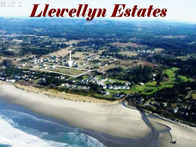 3173 Lincoln Ave #10, Bandon, OR 97411 (MLS #10056451) :: McKillion Real Estate Group