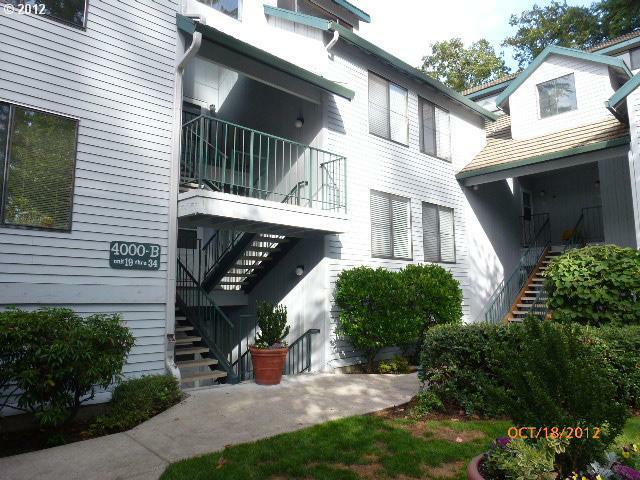 4000 Carman Dr #21, Lake Oswego, OR 97035 (MLS #12066338) :: Portland Real Estate Group