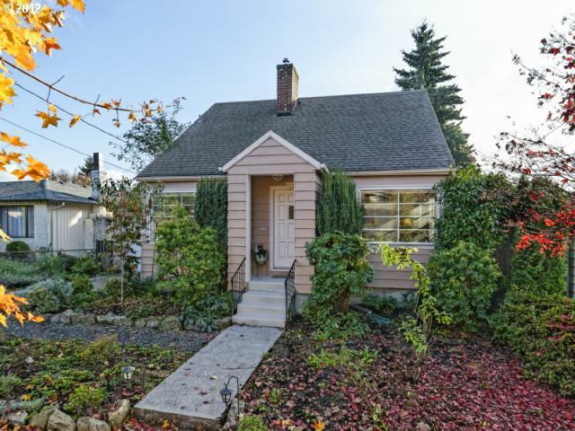 4010 SE Ogden St, Portland, OR 97202 (MLS #12132518) :: Portland Real Estate Group