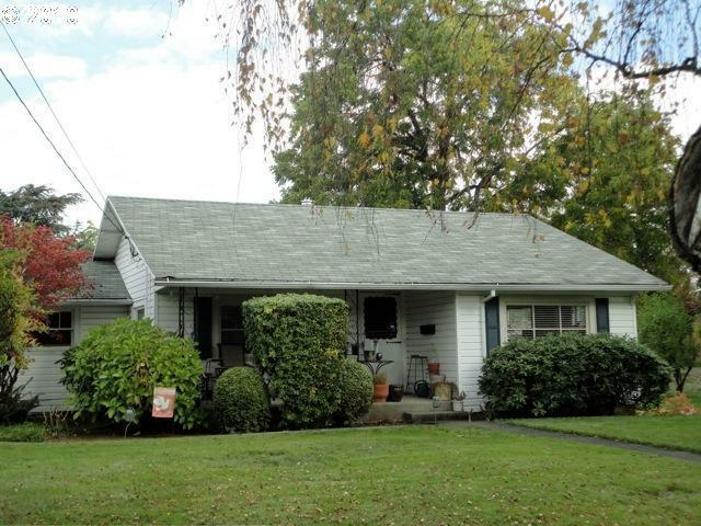 4925 N Amherst St, Portland, OR 97203 (MLS #12272985) :: Stellar Realty Northwest