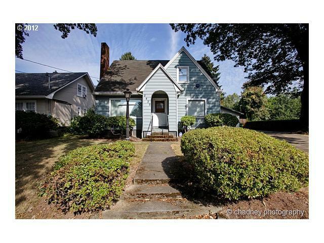 2425 SE Llewellyn St, Milwaukie, OR 97222 (MLS #12368859) :: Portland Real Estate Group