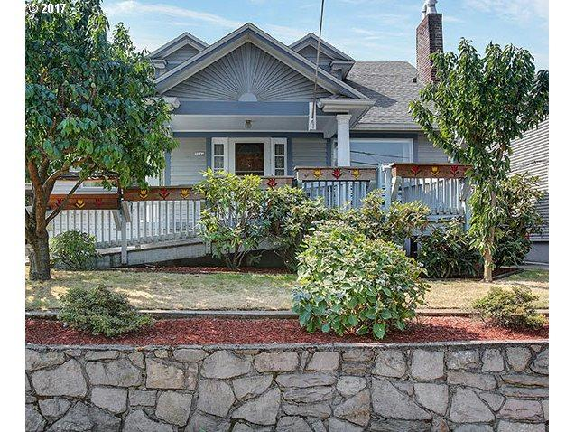 3244 E Burnside St, Portland, OR 97214 (MLS #17022005) :: Hatch Homes Group