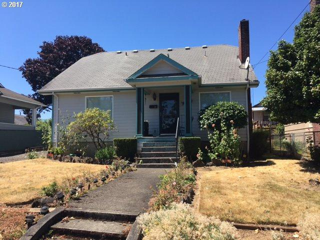 145 S 8TH St, St. Helens, OR 97051 (MLS #17043946) :: Next Home Realty Connection