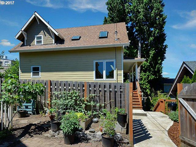 409 SE 20TH Ave, Portland, OR 97214 (MLS #17050206) :: The Dale Chumbley Group