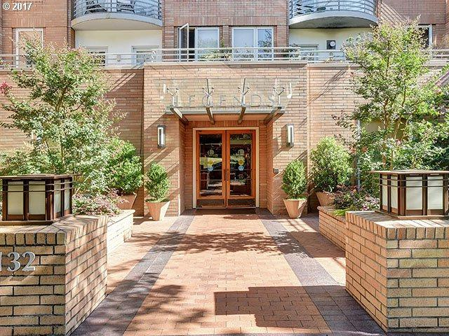 1132 SW 19TH Ave #203, Portland, OR 97205 (MLS #17061845) :: Next Home Realty Connection