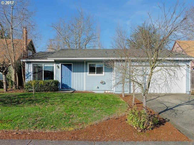 1223 SW 209TH Ave, Beaverton, OR 97003 (MLS #17077433) :: Matin Real Estate