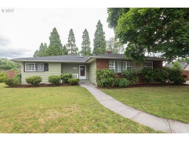 1804 N College St, Newberg, OR 97132 (MLS #17100102) :: Fox Real Estate Group