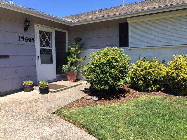 15695 SW Queen Victoria Pl, King City, OR 97224 (MLS #17107163) :: Change Realty