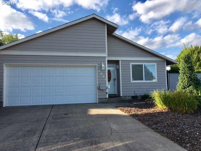 2581 NE Norton Ct, Mcminnville, OR 97128 (MLS #17146839) :: Cano Real Estate