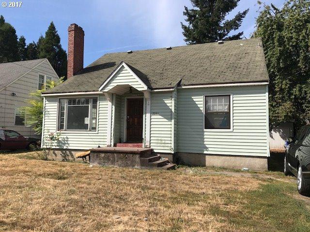 2291 SE Cesar E Chavez Blvd, Portland, OR 97214 (MLS #17160161) :: Premiere Property Group LLC