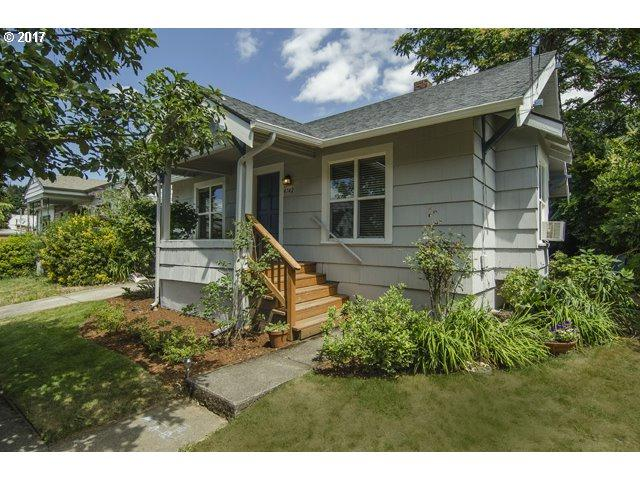 4742 SE 37th Ave, Portland, OR 97202 (MLS #17183758) :: Hatch Homes Group