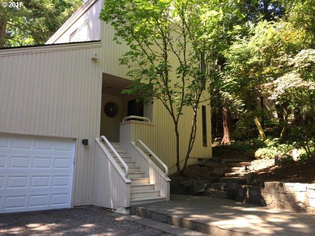 5831 SW Lane Ct, Portland, OR 97221 (MLS #17241151) :: Hatch Homes Group