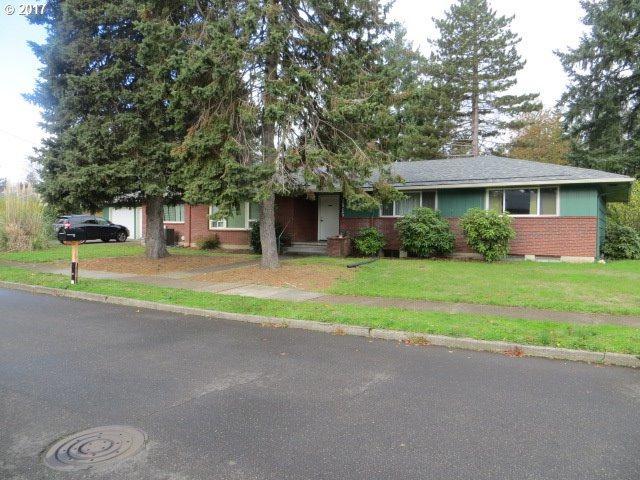 11915 SE Madison St, Portland, OR 97216 (MLS #17255474) :: Premiere Property Group LLC