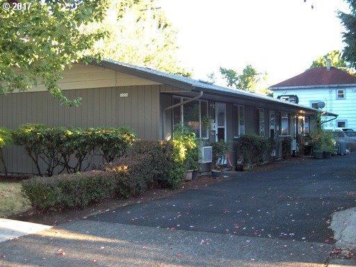 1236 SE Harney St, Portland, OR 97202 (MLS #17272005) :: Hatch Homes Group