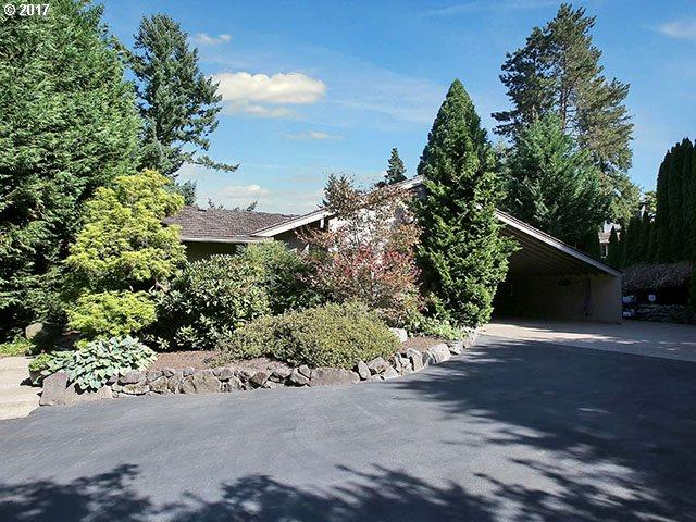 1828 Egan Way, Lake Oswego, OR 97034 (MLS #17283953) :: Change Realty