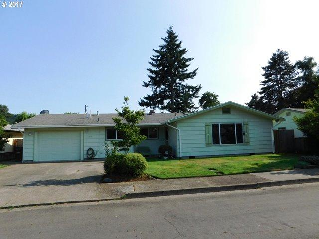 1075 E Jackson Ave, Cottage Grove, OR 97424 (MLS #17291547) :: Craig Reger Group at Keller Williams Realty