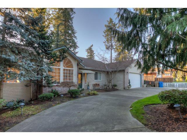 17179 SE River Rd, Milwaukie, OR 97267 (MLS #17299873) :: Matin Real Estate