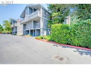 639 SE Marion St A, Portland, OR 97202 (MLS #17348805) :: Hatch Homes Group