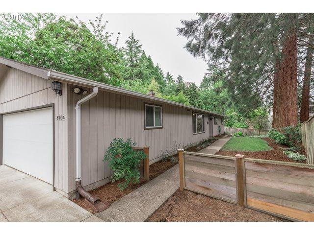 4704 SW 57TH Ave, Portland, OR 97221 (MLS #17349295) :: Hatch Homes Group