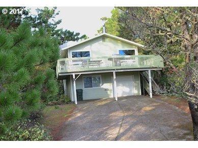 597 North Ave, Manzanita, OR 97130 (MLS #17352695) :: The Sadle Home Selling Team
