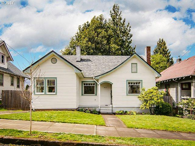 2817 SE 48TH Ave, Portland, OR 97206 (MLS #17365346) :: HomeSmart Realty Group Merritt HomeTeam