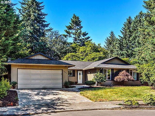 11845 SW Schollwood Ct, Tigard, OR 97223 (MLS #17386717) :: Craig Reger Group at Keller Williams Realty