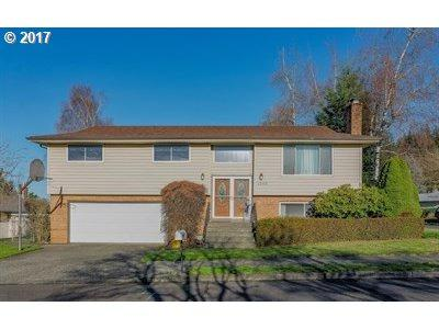 1240 SE 213TH Ave, Gresham, OR 97030 (MLS #17387398) :: Matin Real Estate