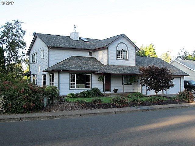 485 Walnut Ave, Dallas, OR 97338 (MLS #17415614) :: Premiere Property Group LLC