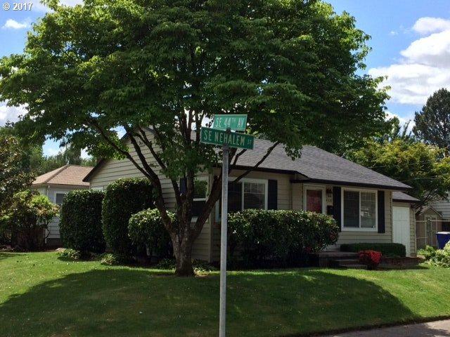4330 SE Nehalem St, Portland, OR 97206 (MLS #17424953) :: Hatch Homes Group