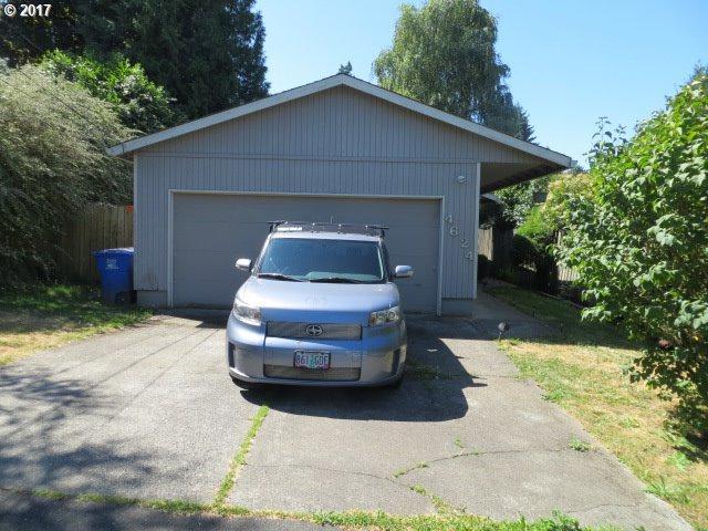 4624 SW Pomona St, Portland, OR 97219 (MLS #17480019) :: Craig Reger Group at Keller Williams Realty
