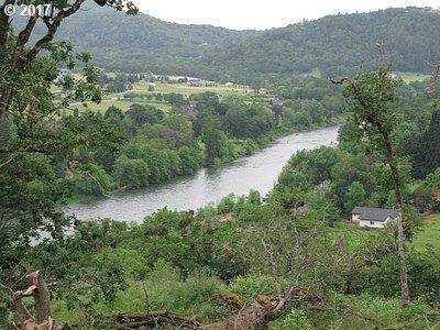 2845 Del Rio Rd, Roseburg, OR 97471 (MLS #17489300) :: Cano Real Estate