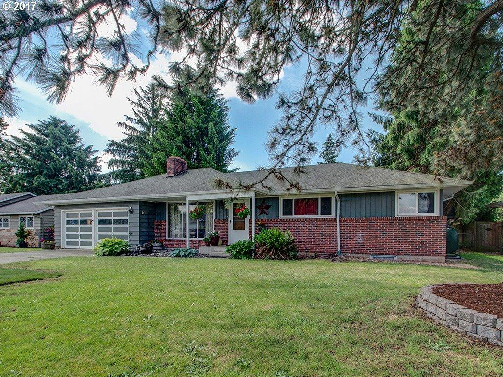 1111 NW 49TH St, Vancouver, WA 98663 (MLS #17507079) :: The Dale Chumbley Group