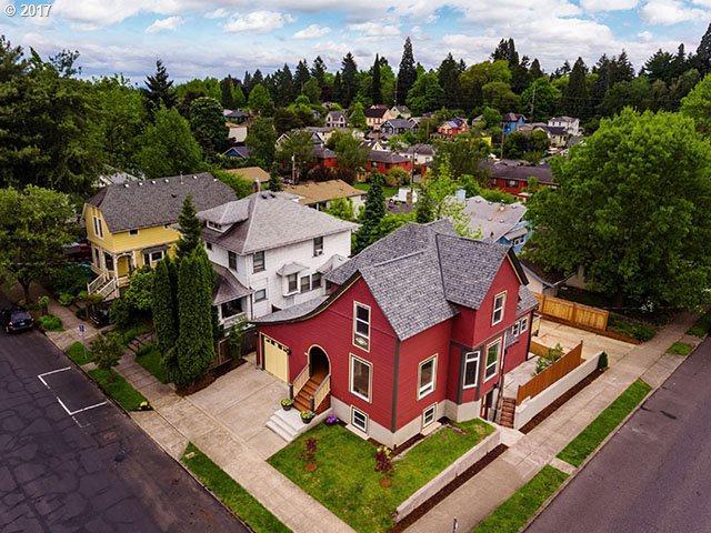 2004 SE Ash St, Portland, OR 97214 (MLS #17526879) :: Hatch Homes Group