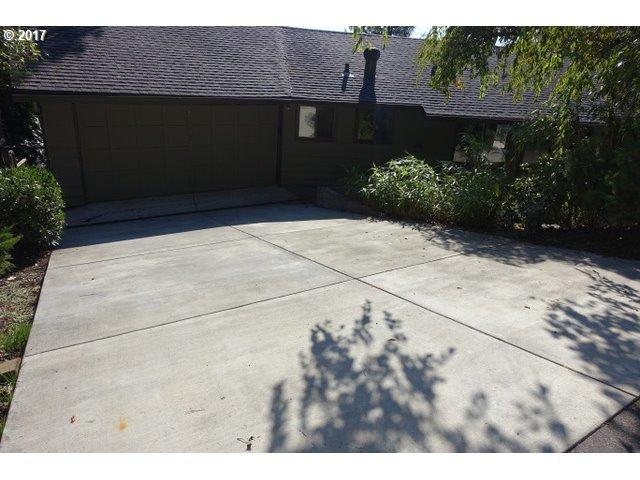 955 SW Westwood Dr, Portland, OR 97239 (MLS #17552903) :: HomeSmart Realty Group Merritt HomeTeam