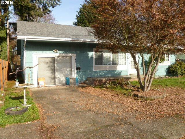 1028 E Van Buren Ave, Cottage Grove, OR 97424 (MLS #17560728) :: The Reger Group at Keller Williams Realty
