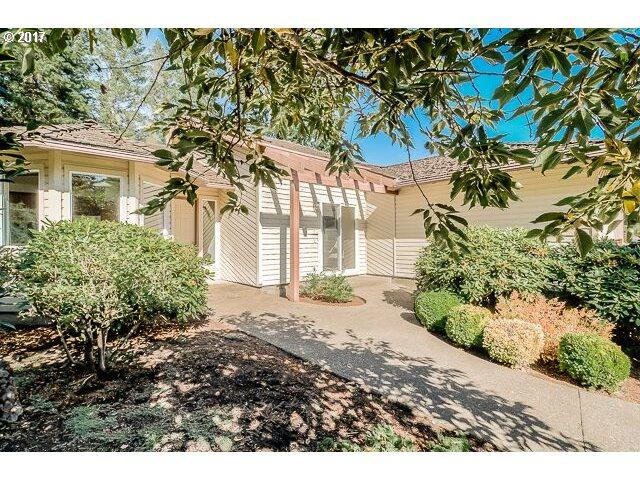 6560 SW 88TH Pl, Portland, OR 97223 (MLS #17587951) :: Fox Real Estate Group