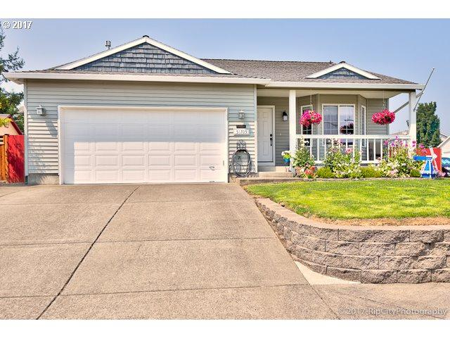 51705 4TH St, Scappoose, OR 97056 (MLS #17636473) :: Next Home Realty Connection