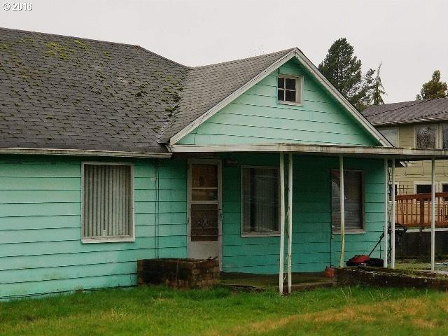 3315 Columbia Heights Rd, Longview, WA 98632 (MLS #18020631) :: Team Zebrowski