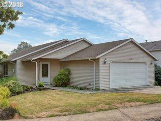 3218 SW Corbeth Ln, Troutdale, OR 97060 (MLS #18035044) :: Change Realty