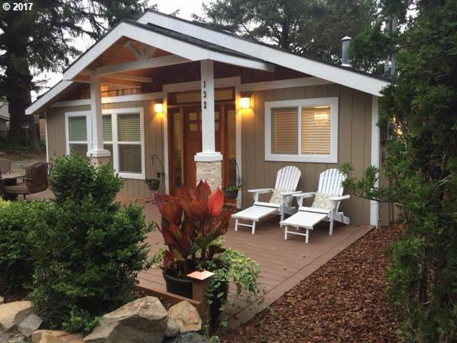 132 Elliott Way, Cannon Beach, OR 97110 (MLS #18051848) :: Harpole Homes Oregon